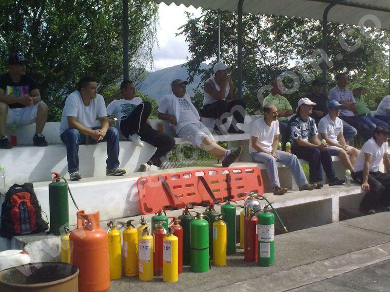 control-de-fuego-y-manejo-de-extintores-manizales-asercom-asesorias-consultorias-interventorias-colombia-1